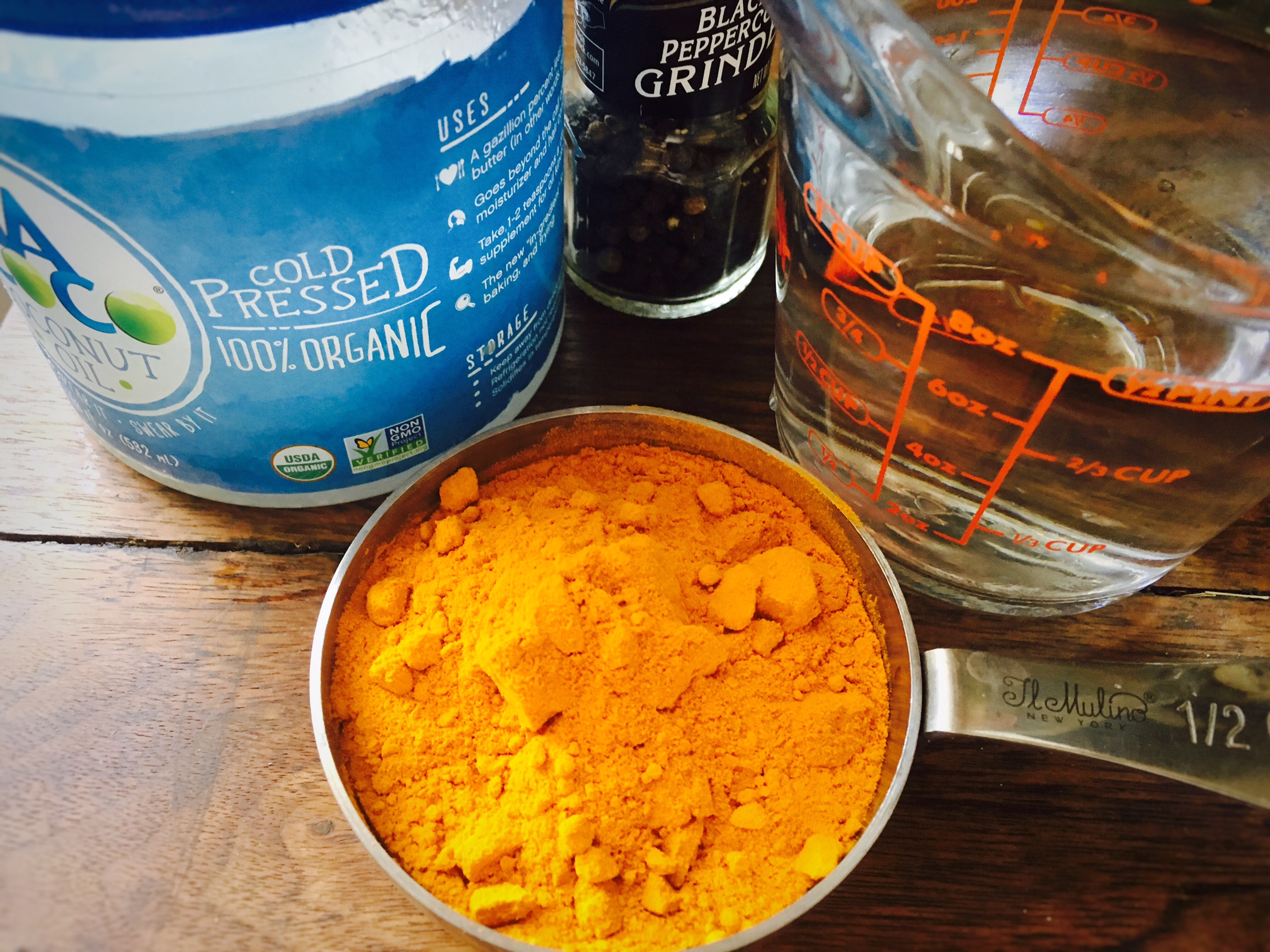 making turmeric paste