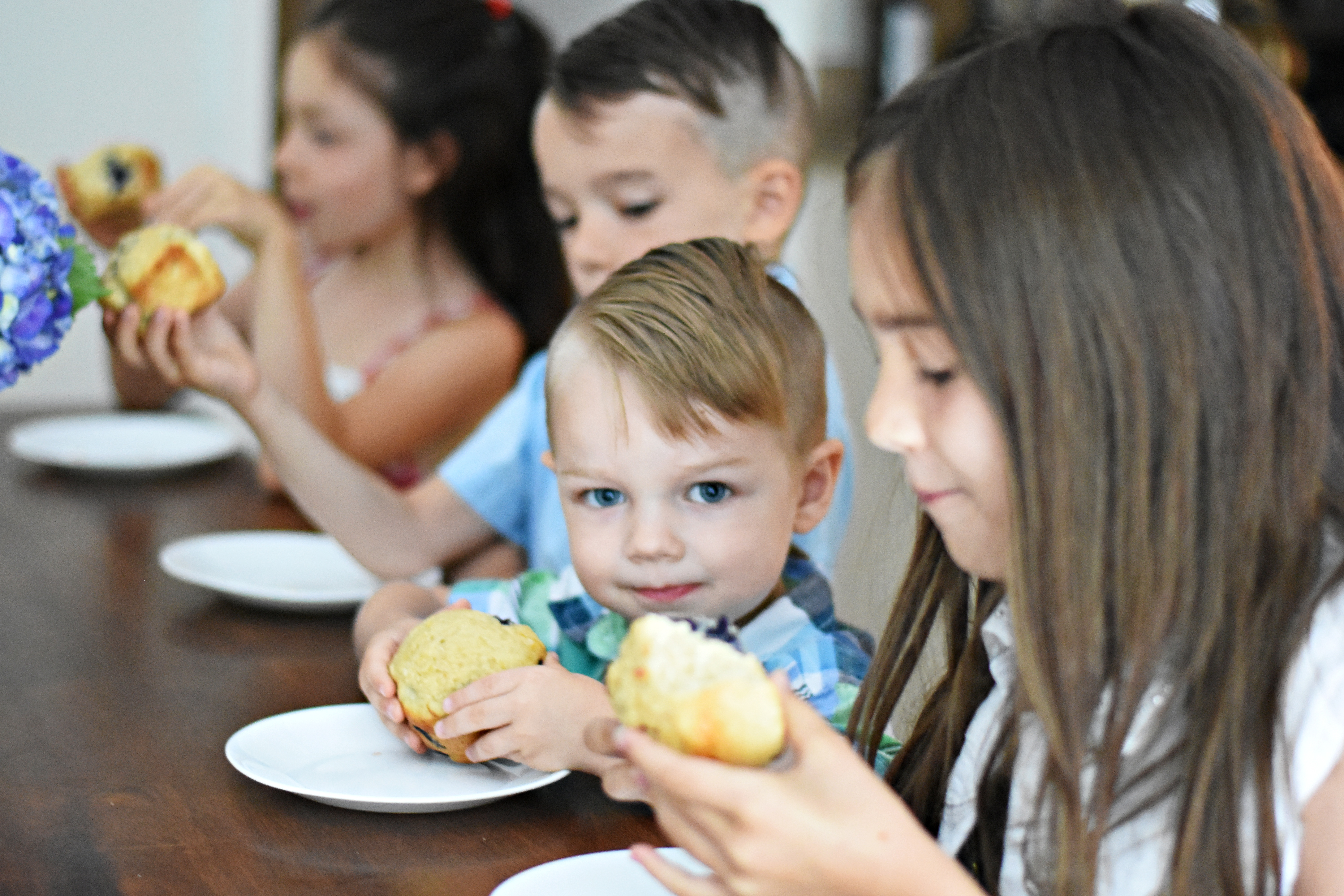 kids eating muffins