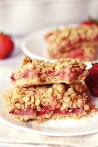 strawberry vanilla oat bars