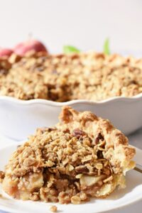 apple pie with crumb topping