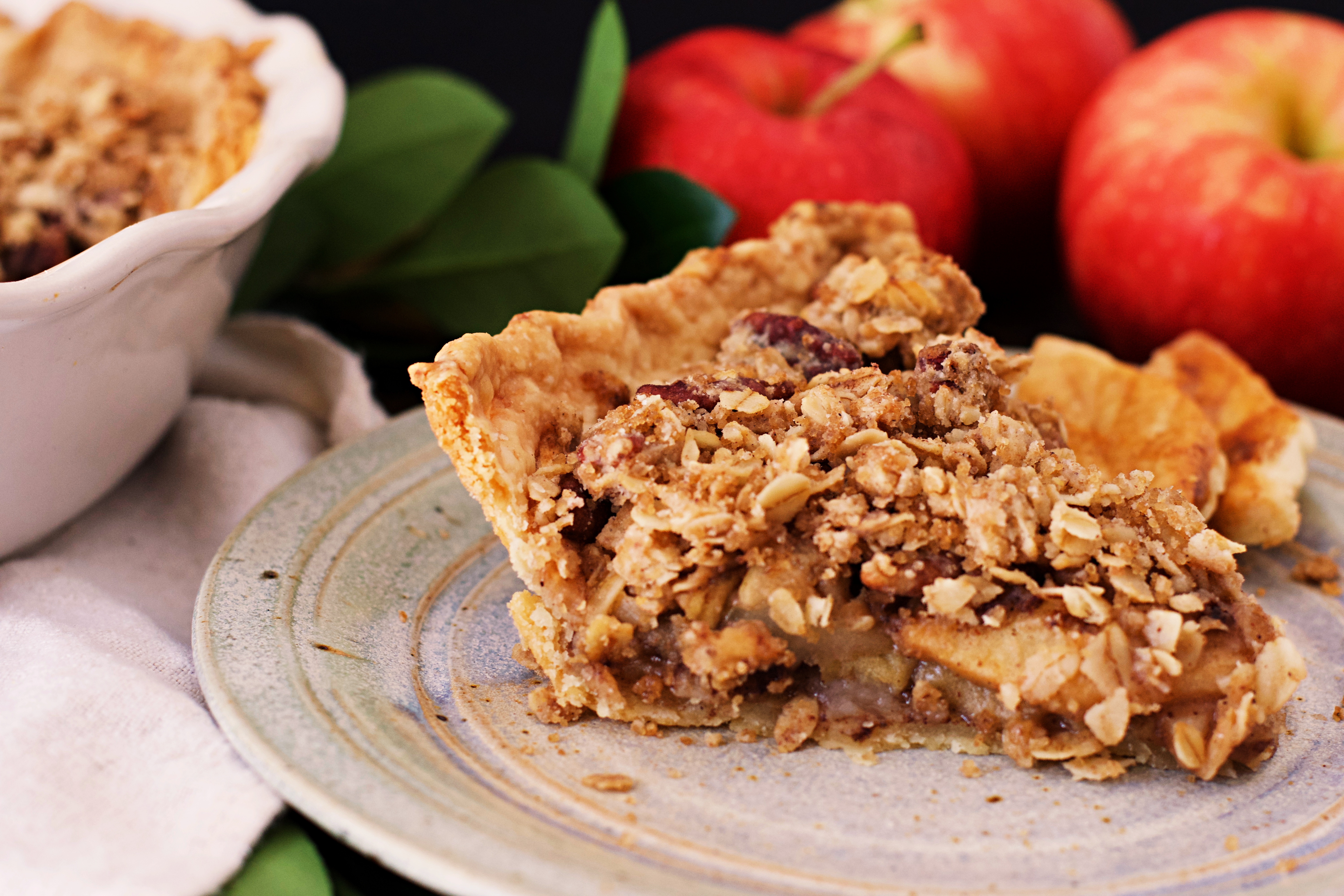 Spiced apple pie with crumb topping